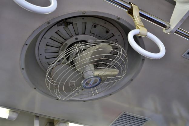 2020_1115_114940 電車の扇風機