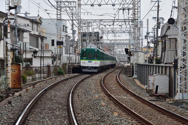 2020_1213_153045 高田図子踏切から見た墨染駅