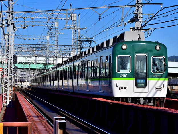 2020_1206_143147 新高瀬川踏切京都側を見る。
