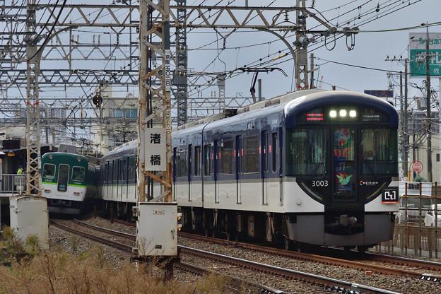 2020_1128_113457 渚橋踏切から御殿山駅を望む