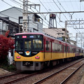 2020_1213_155252 丹波橋5号踏切を通過する特急電車