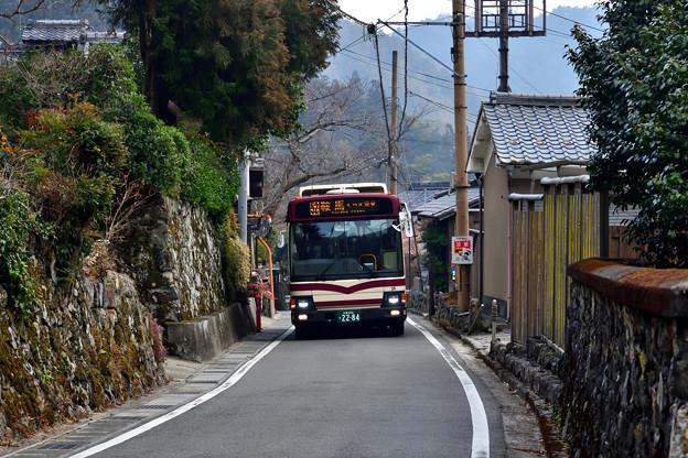 2021_0207_153809 旧道を走る京都バス