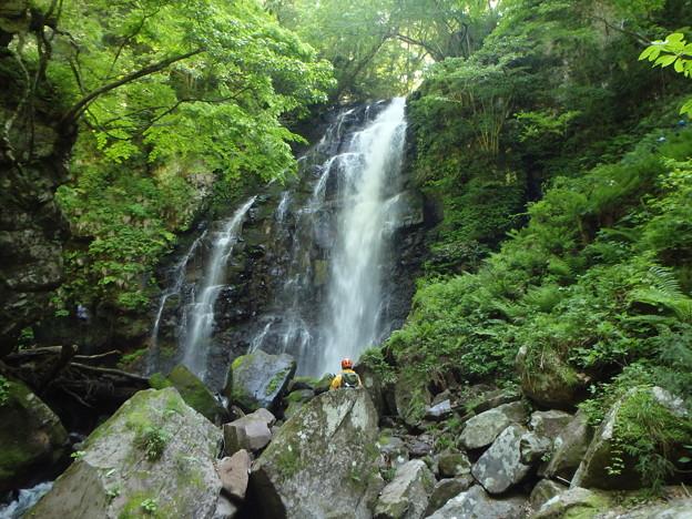 右岸の方の滝