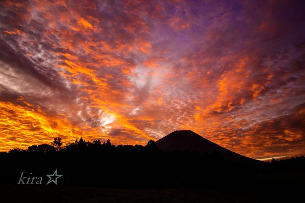 燃える朝富士