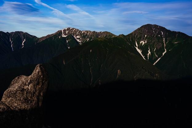 朝の光あたる山々