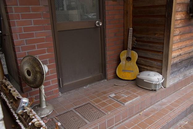 Photos: ギターと炊飯器