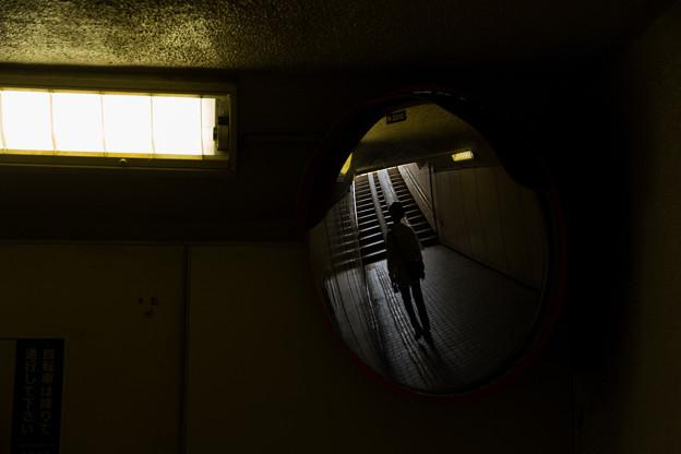 Photos: ミラーの中の男