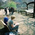 写真: 御苑公園裡的城市素描家