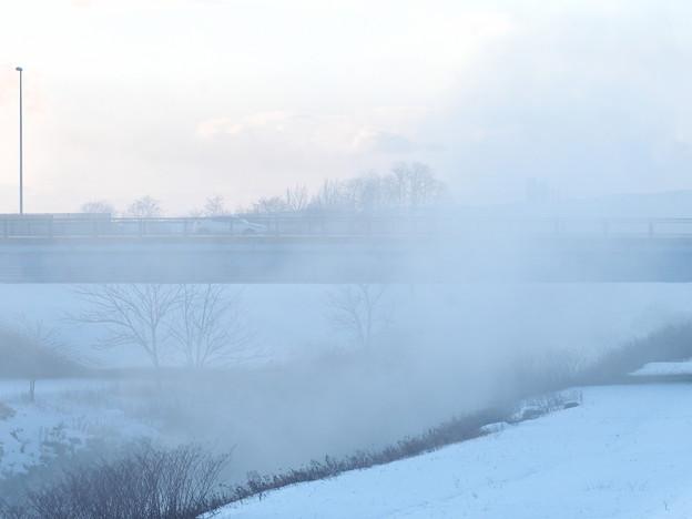 二級河川に立ち昇る気嵐  2