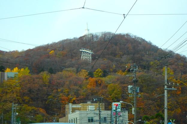 暖冬の藻岩山紅葉