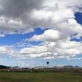写真: 空港周辺にて