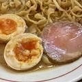 東京味噌らーめん 鶉、味噌らーめんの肉と玉