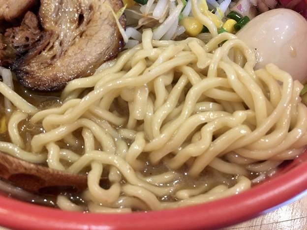 石黒商店 渋谷店、濃厚蟹みそらーめんの麺