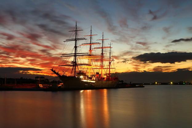 夜明け前の海王丸