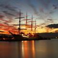 写真: 夜明け前の海王丸