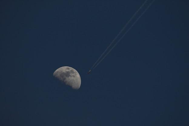 月&ジェット機
