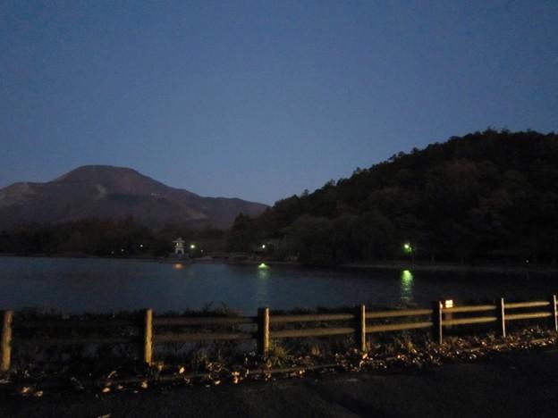 伊吹山と三島池1