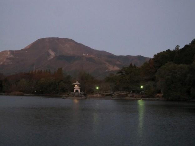 伊吹山と三島池2