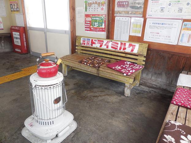Photos: 北国の駅の待合室