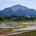 棚田と武甲山