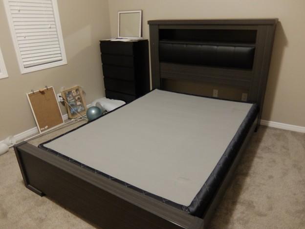 Leon's ベッドフレーム+スプリング クイーン $350