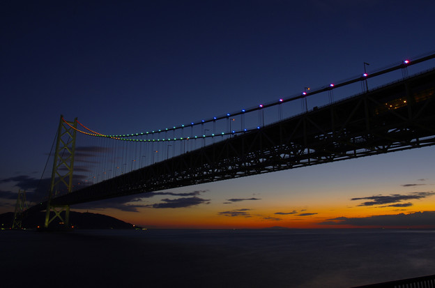 写真: レインボーな橋