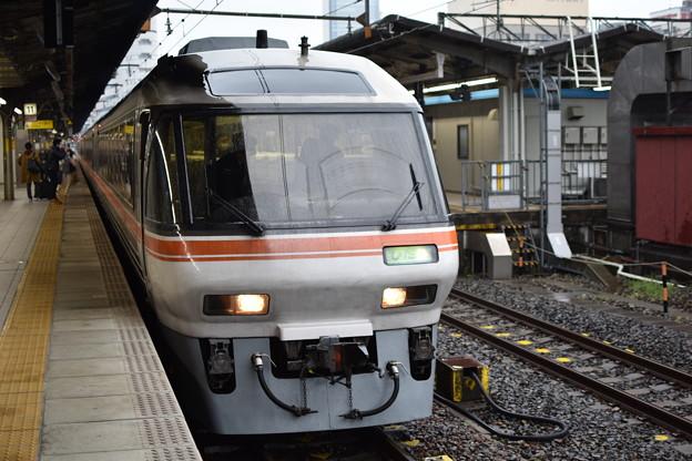 ワイドビューひだ 名古屋駅にて
