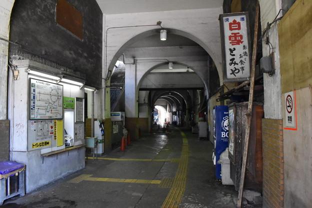 国道駅改札1