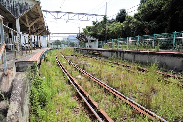 Photos: 鶴見線 浅野駅 草生い茂るレトロ線