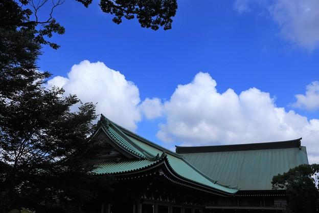 寺の上の夏雲