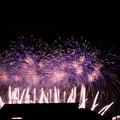 写真: 屋根上に打ち上がる花火^^