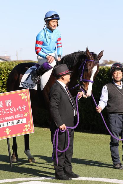 ヤマニンプレシオサ 口取り(19/11/30・新馬戦)
