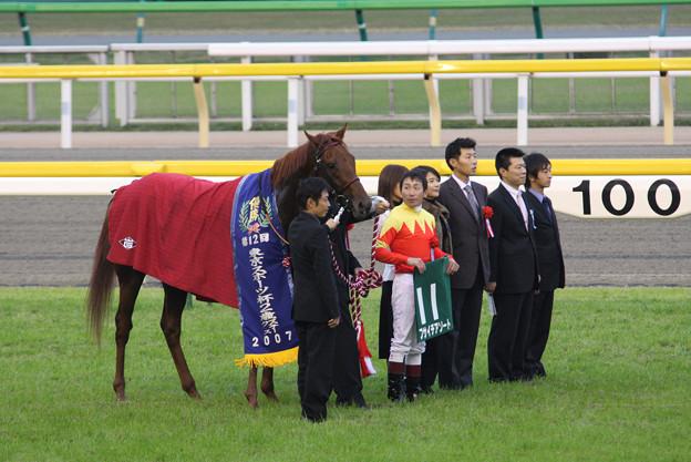 Photos: 第12回 東京スポーツ杯 2歳ステークス 口取り(07/11/17)