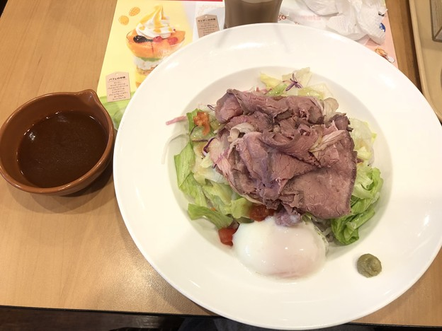 ローストビーフの十三穀米サラダご飯