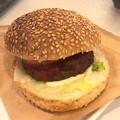 写真: やわらかハンバーグトマトバーガー