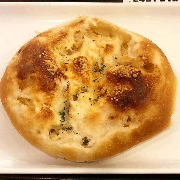 Photos: チキングラタンのパン