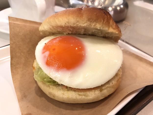 Photos: 目玉焼きオーロラソースバーガー
