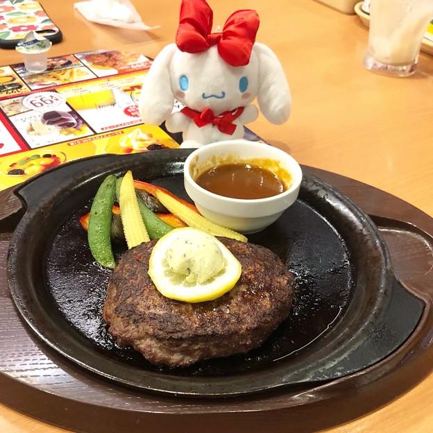 ビーフ100%肉汁ハンバーグステーキ