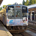 Photos: s1140_のと鉄道NT202「花咲くいろは」ラッピングとNT203_穴水