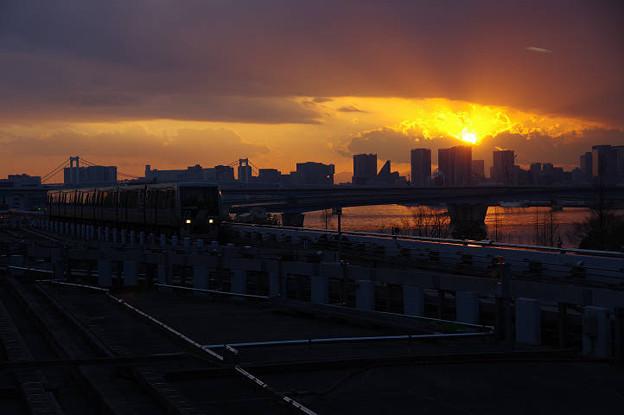 s2420_ゆりかもめ豊洲駅新橋側