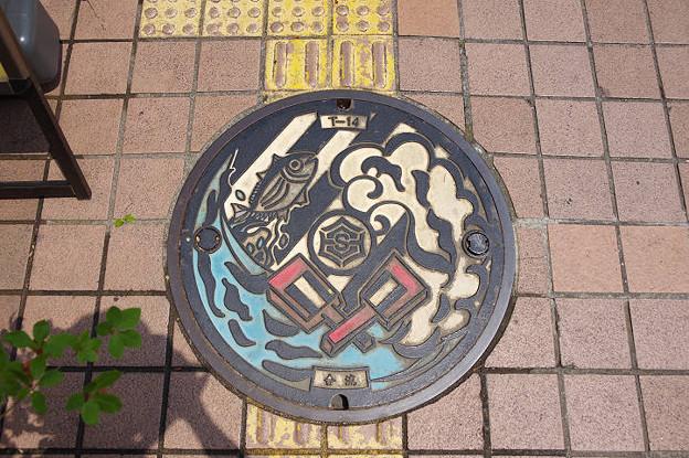 s5893_高知市マンホール_合流_鰹・よさこい鳴子柄