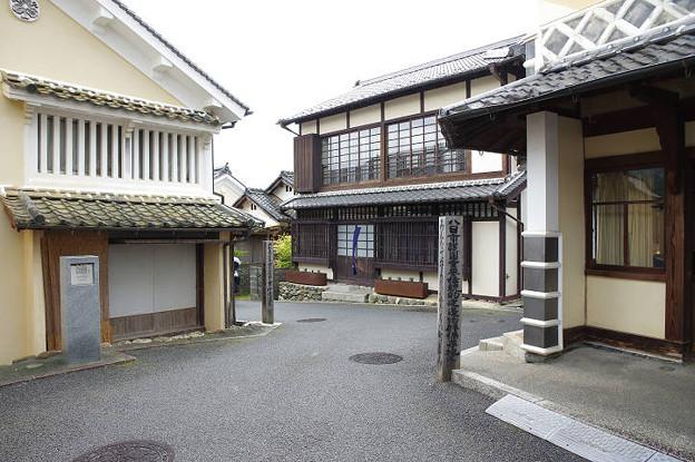 Photos: s6398_内子の街並み_升形と日本の道100選の碑