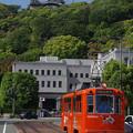 Photos: s6915_伊予鉄1系統松山市駅行_70号車_市役所前と松山城