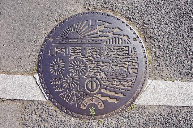 s8343_ひたちなか市旧那珂湊市マンホール_おすい
