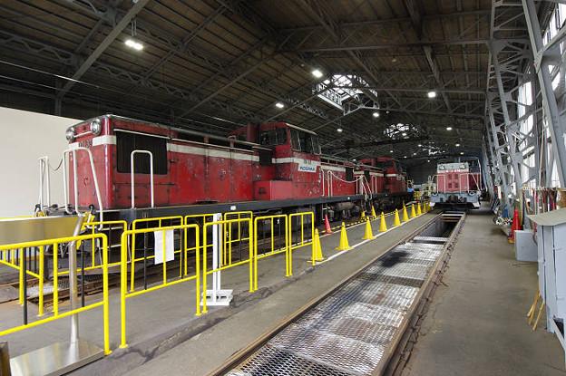 s0289_小坂鉄道レールパーク機関車庫内部