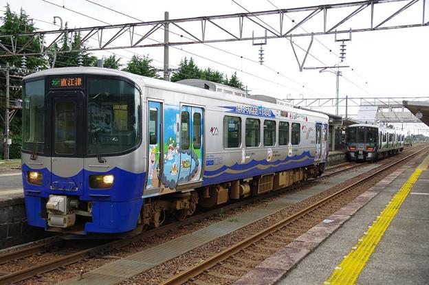 s7203_泊駅2番ホームで同一線路上に2列車が停車