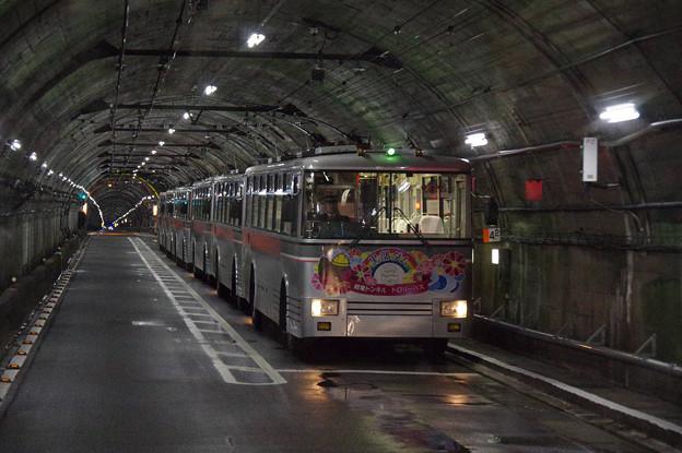 s7958_関電トロリーバス前面車窓_単線交換車両