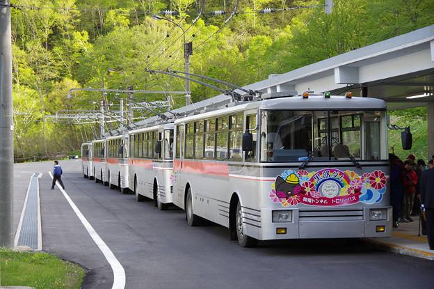 s7988_関電トロリーバス302他_扇沢