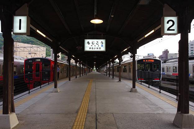 s2303_JR九州813系電車R213編成・817系電車V2005編成_門司港駅1-2番ホーム