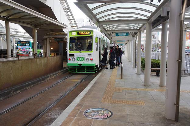 s7701_豊橋鉄道駅前電停とマンホール